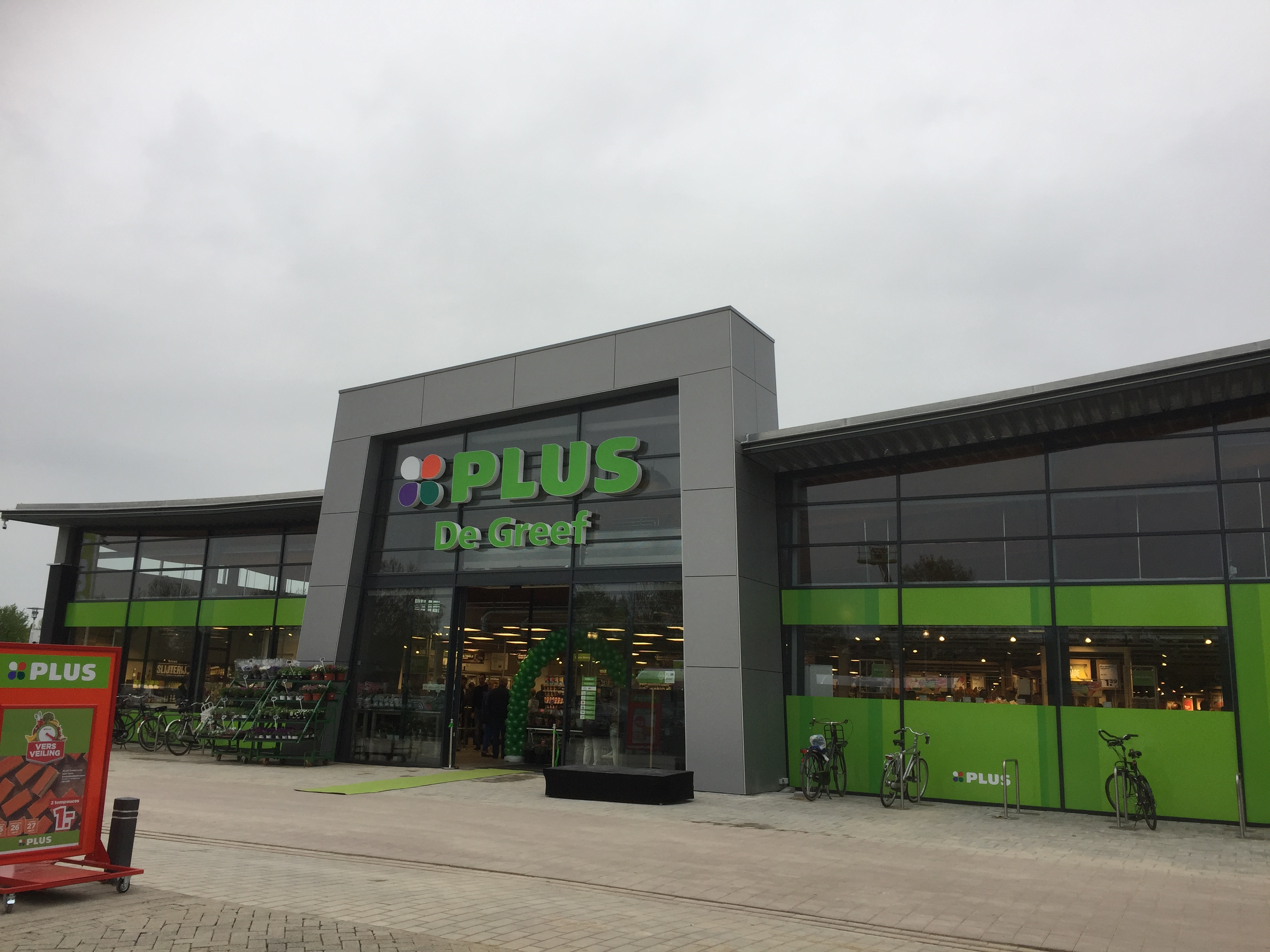 PLUS Supermarkt PLUS De Greef Opening